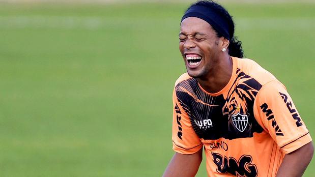 Ronaldinho es capaz de humillar a un compañero en seis segundos