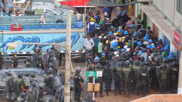 Mineros vuelven a tomar la Panamericana a la altura de Chala