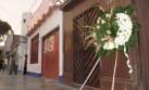 Dejan corona fúnebre en casa de político en Chimbote