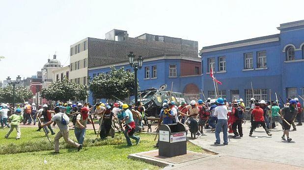 Marcha de mineros se enfrentó a la policía en Cercado de Lima