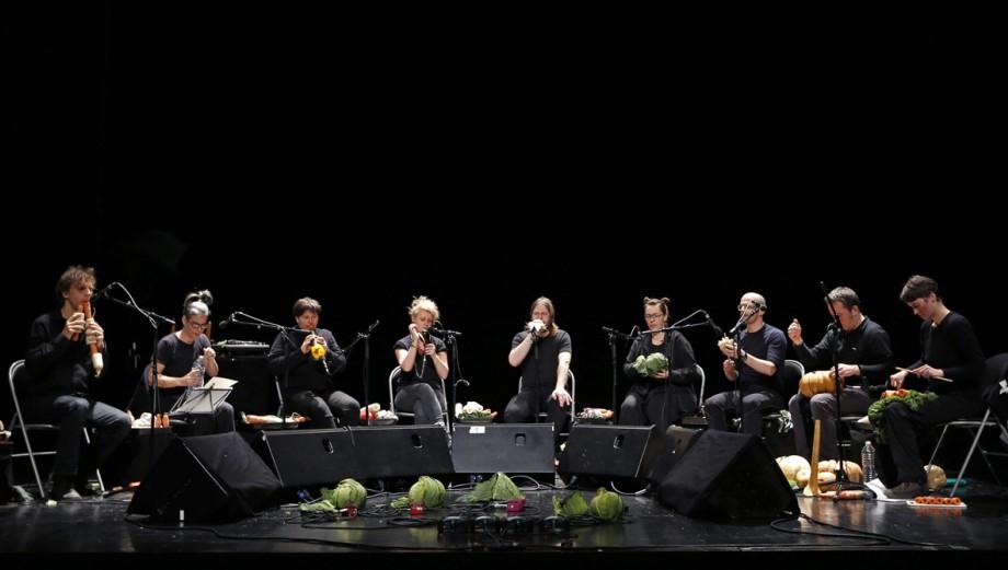 En esta orquesta los instrumentos están hechos con vegetales