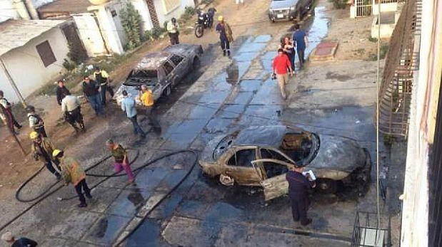 Venezuela: Motorizados atacan a opositores y queman autos