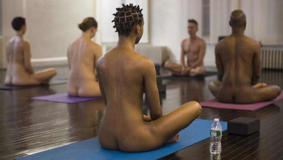 Ahora el yoga también se practica sin ropa