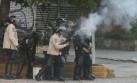 Policías reprimen violentamente a manifestantes en Caracas