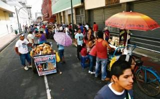 Ambulantes toman el centro ante falta de fiscalización