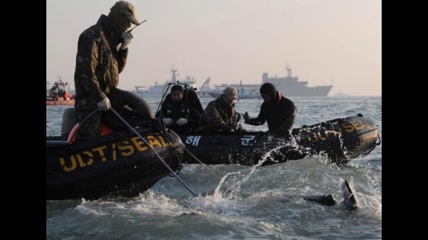 Naufragio: Cuerpos revelan desesperados intentos por escapar