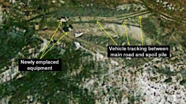 Foto registrada por el satélite norteamericano Geoeye, muestra la inusual actividad en la base de Punggye-ri el 27 de marzo