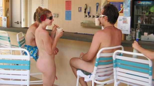 opiniones acompañante del hotel desnudo