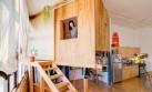Una cabaña de madera se alquila dentro de un loft en Nueva York