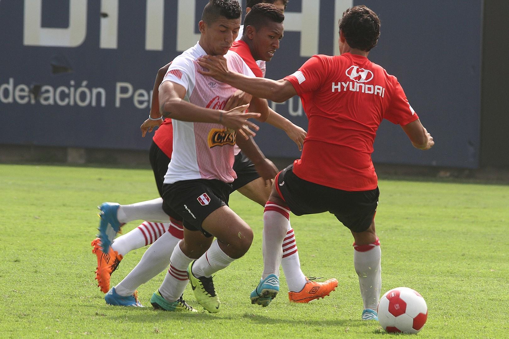Hinostroza anotó dos goles. (Fotos: FPF)