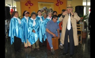 Ancianas de albergue Canevaro celebraron Día de la Madre