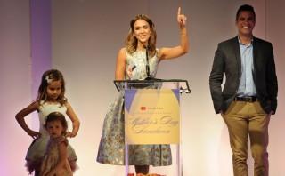 Jessica Alba fue elegida como la madre del año en Hollywood