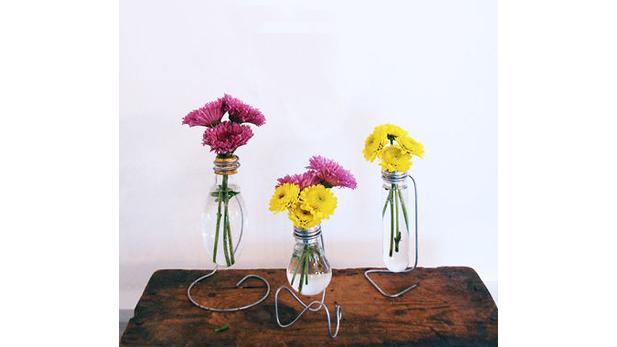 DIY: Aprende a crear divertidos floreros con focos quemados
