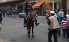 Ambulante usa caballo para ganarse S/.5 en el Cercado