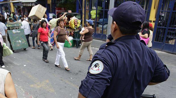 'Coima' no es novedad: ambulantes pagan a serenos desde el 2011