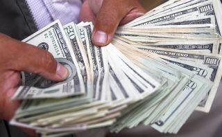 Dolar baja a S/.2,781 ante pagos de obligaciones