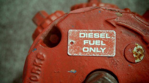 Como conocer los restos de la gasolina a logana