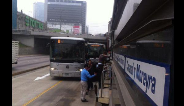 Así tuvieron que bajar los pasajeros.(Facebook/Pablo Córdova)