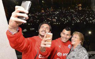 """""""Estamos orgullosos"""", dice Bachelet al recibir a la selección"""