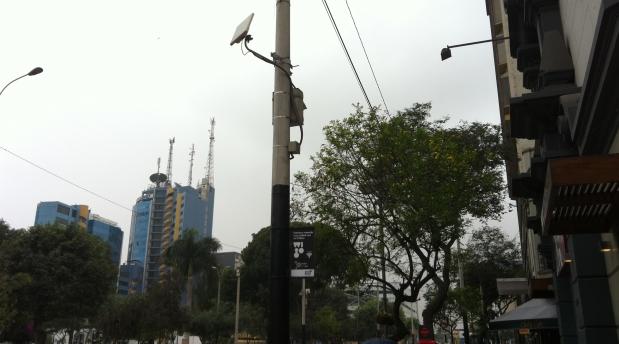 Estas son las antenas que emiten la señal a Internet gratuita. (Foto: Bruno Ortiz / El Comercio)