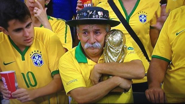 Este sufrido fanático brasileño conmueve las redes sociales