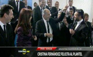 Lavezzi intentó mojar nuevamente a Sabella ante su presidenta