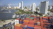 Presidente de Colombia pide a su banco central bajar las tasas