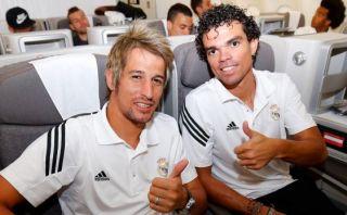 Ingresa al avión del Real Madrid durante su viaje a Los Ángeles
