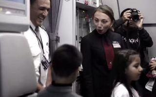 Niños viajan por primera vez en avión por Fiestas Patrias