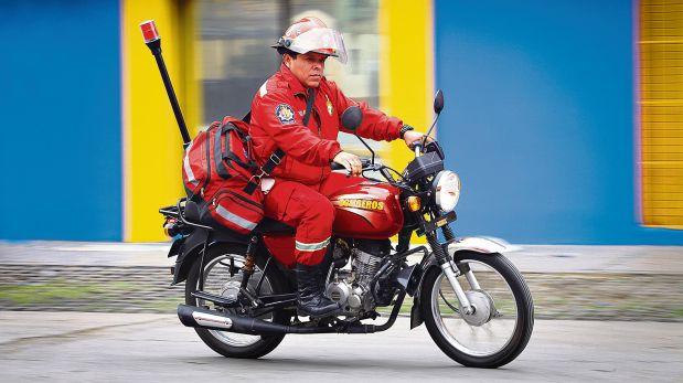Las motos donadas permiten que los paramédicos de rojo lleguen rápido a emergencia. (Foto: Ricardo Flores / El Comercio)
