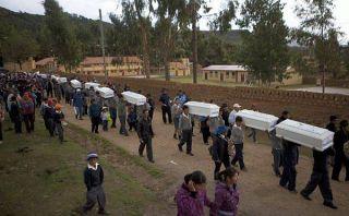 Huanta: entierran restos de sus familiares después de 30 años