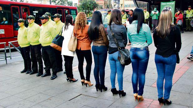 Arrimon a chica con leggins transparentes - 5 10