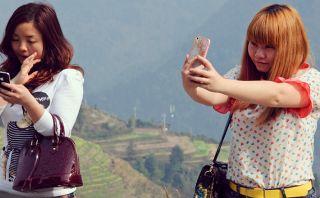Japón instala parantes para que turistas puedan tomarse selfies