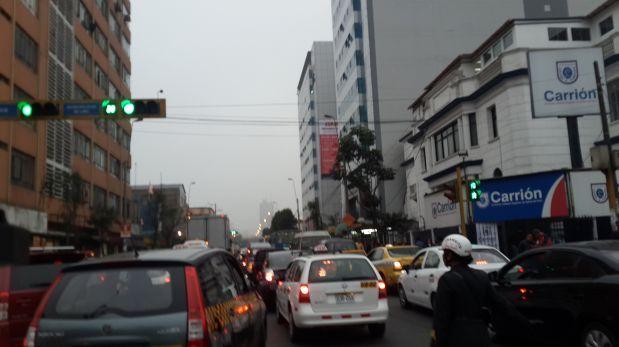 Gran congestión vehicular por partido de Perú en el Nacional
