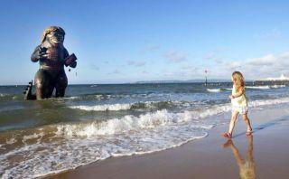 ¿Un monstruo marino? Artistas sorprenden en playa de Inglaterra
