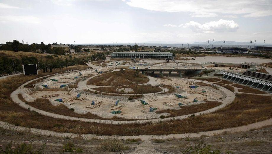 Atenas y las ruinas de las instalaciones de los JJ.OO. 2004