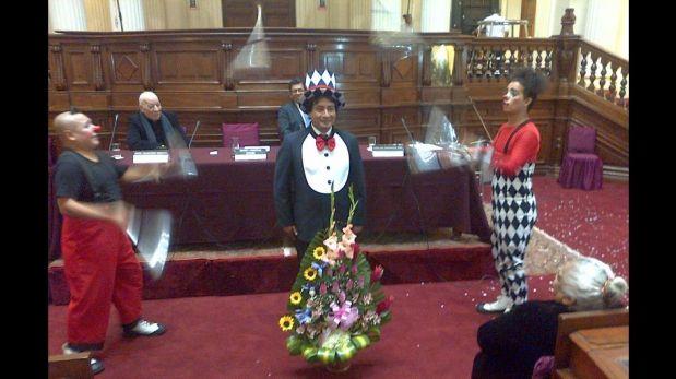 'Hemicirco': Congresista Johnny Cárdenas se disfraza de payaso