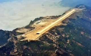 Dinamitan cima de un monte para construir aeropuerto en China