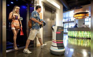 Conoce a Botlr, el robot que funciona como 'botones' de hotel