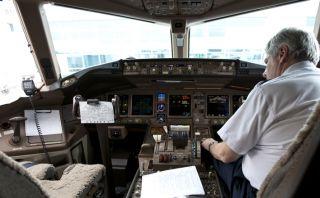 De película: Piloto pierde brazo artificial mientras aterrizaba