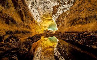 Atrévete a entrar a este tubo volcánico en España