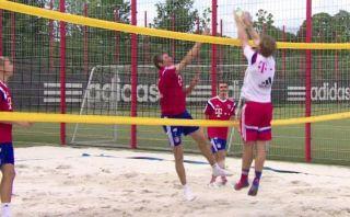 No todo es fútbol: jugadores del Bayern también juegan vóley
