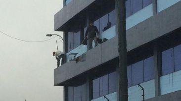Limpiar edificios ahora es un deporte de riesgo
