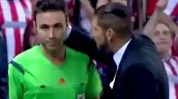 Simeone expulsado tras ponerse como loco y golpear al árbitro