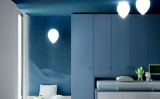 Crea un ambiente elegante y divertido con esta lámpara globo