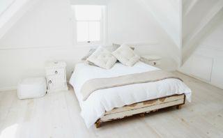 Cuarto siempre ordenado: Conoce la cama que se tiende 'sola'