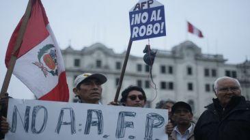 Protestaron contra aporte obligatorio a las AFP y ONP [Fotos]