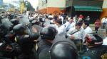 Policía bloqueó marcha de médicos huelguistas hacia el Congreso - Noticias de huelga de médicos