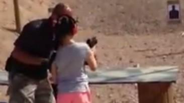 Así murió el instructor que le enseñaba a disparar a una niña