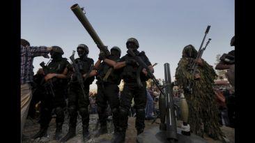 Hamas deja los túneles y muestra su arsenal en calles de Gaza
